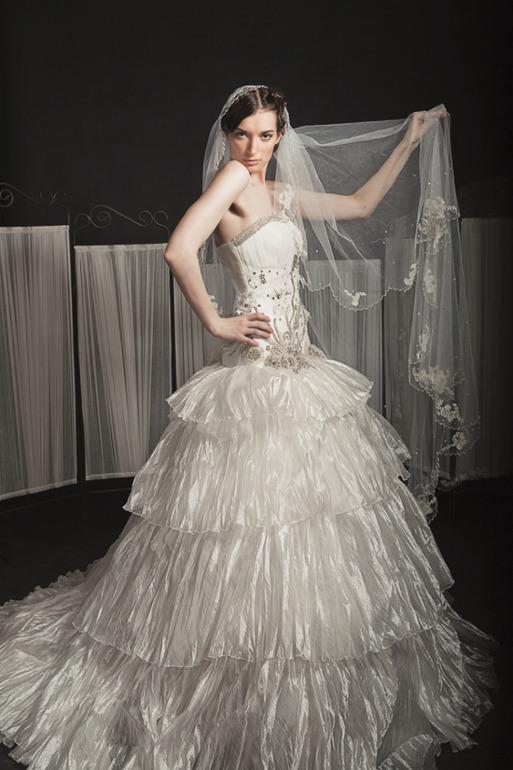 Продам свадебное платье новое 42-44 разм.на рост 168 +