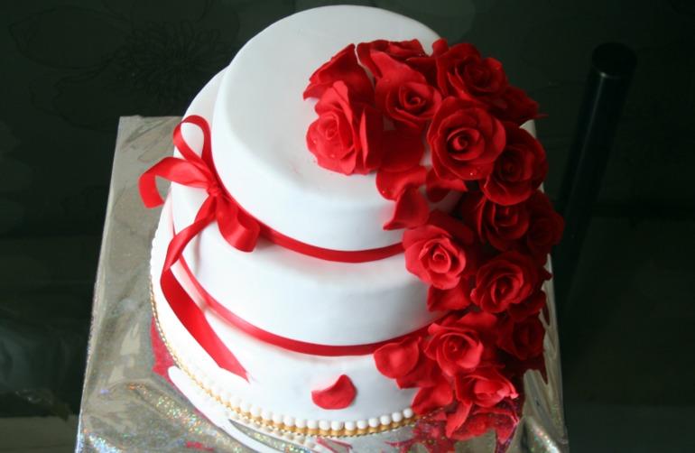 Торты свадебные красно белые фото