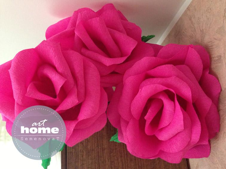 Большая роза из гофрированной бумаги для украшения зала