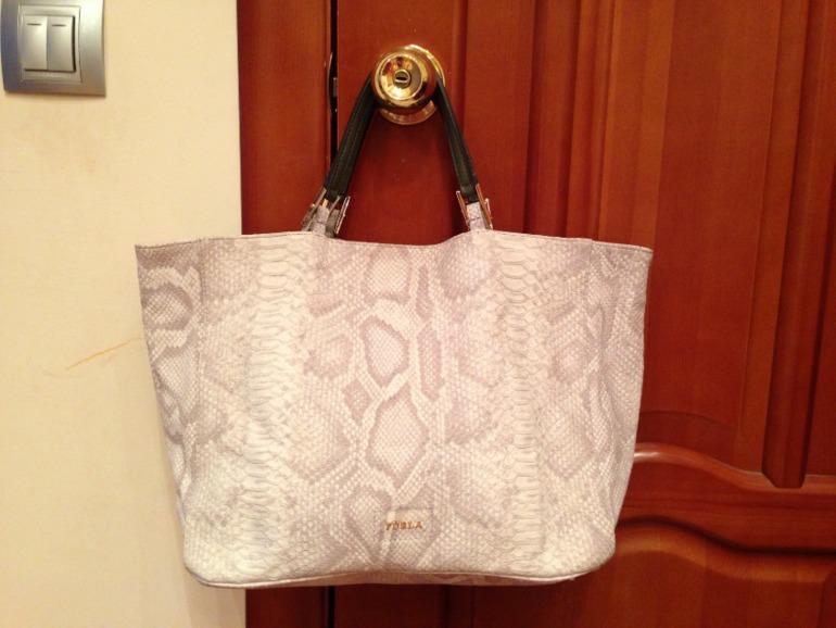Светлая сумка furla оригинал купить в Москве на Avito