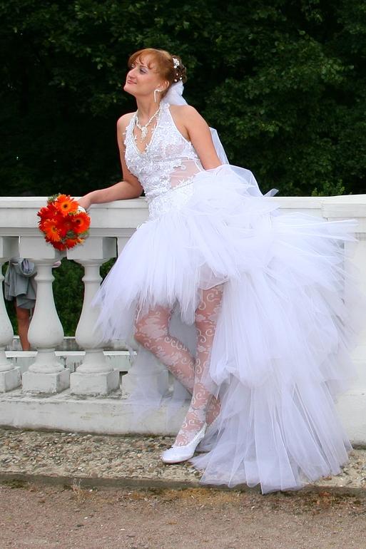 Фото невест в коротких свадебных