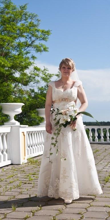 Продается свадебное платье Классика Натальи Романовой размер от 44 до 50