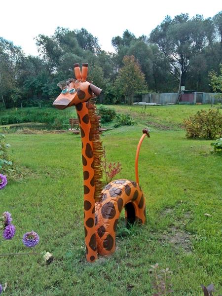 Жираф в саду своими руками