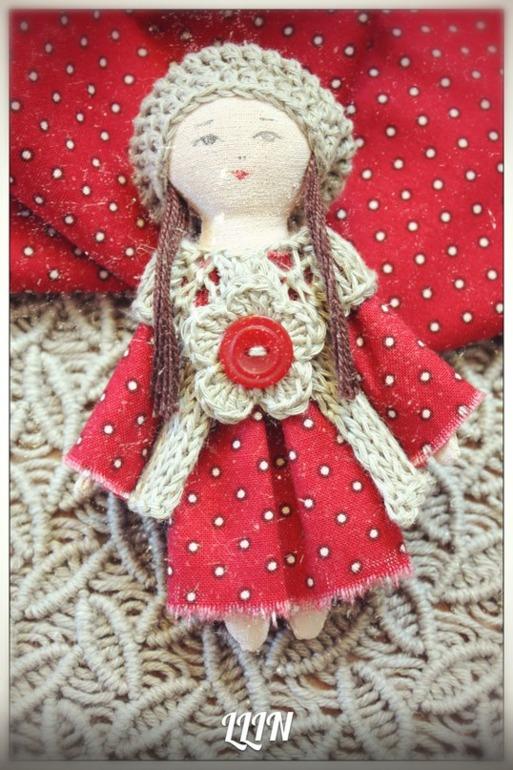 Кукла-брошь 3.