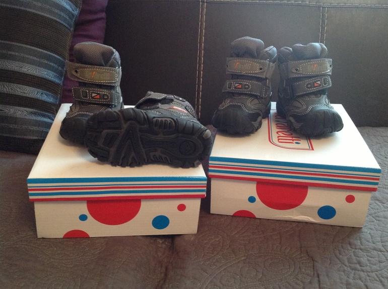 Новые сапожки на холодную осень- зиму 20 размер , 2 пары!!!