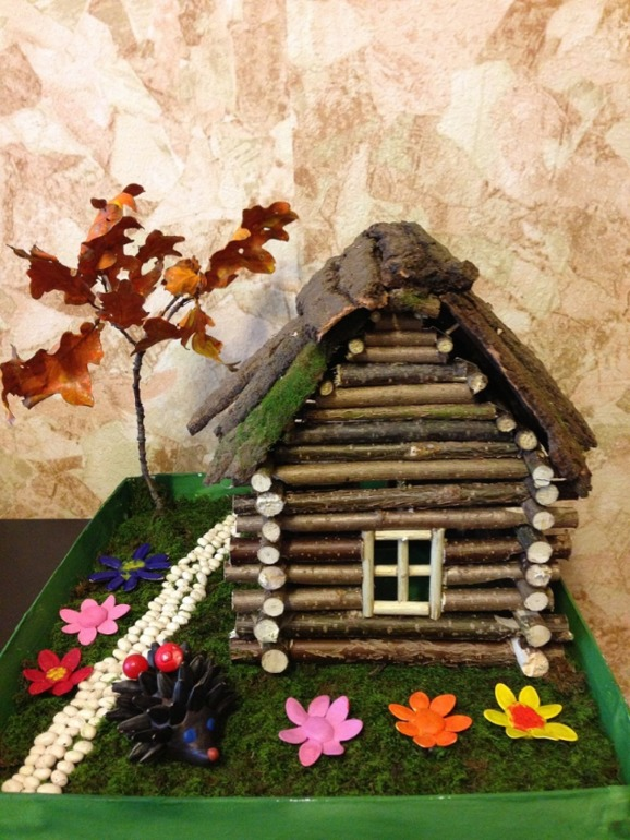 Поделки с домиком из природных материалов 43