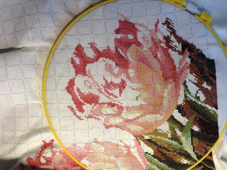 Вышивка трио тюльпанов