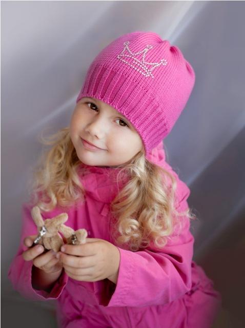 Как украсить вязаную шапочку для девочки своими руками