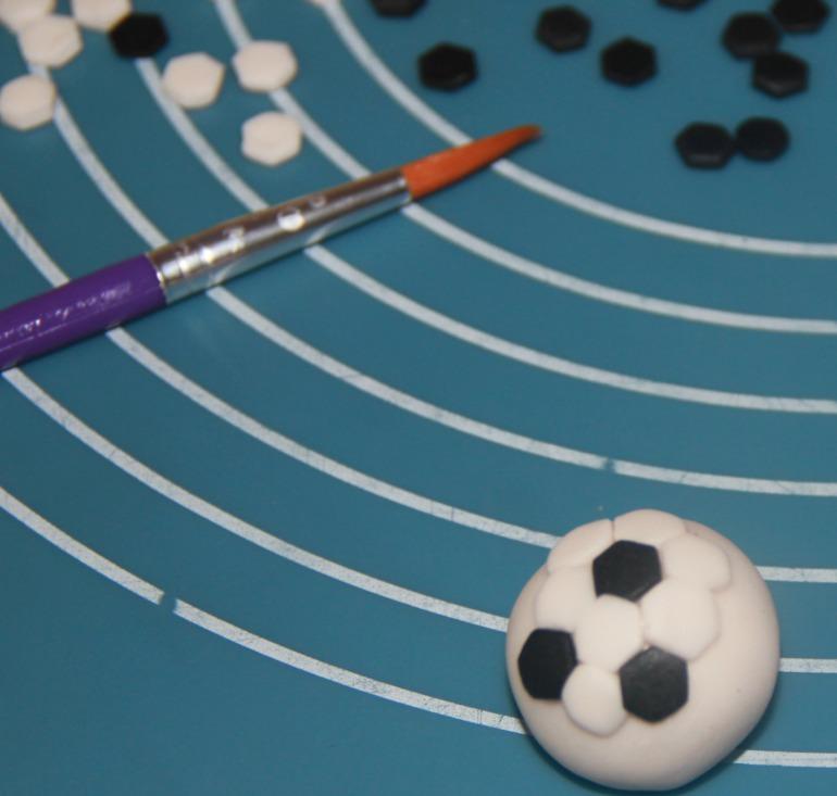 Футбольный мяч мастика силикон полиуретановый
