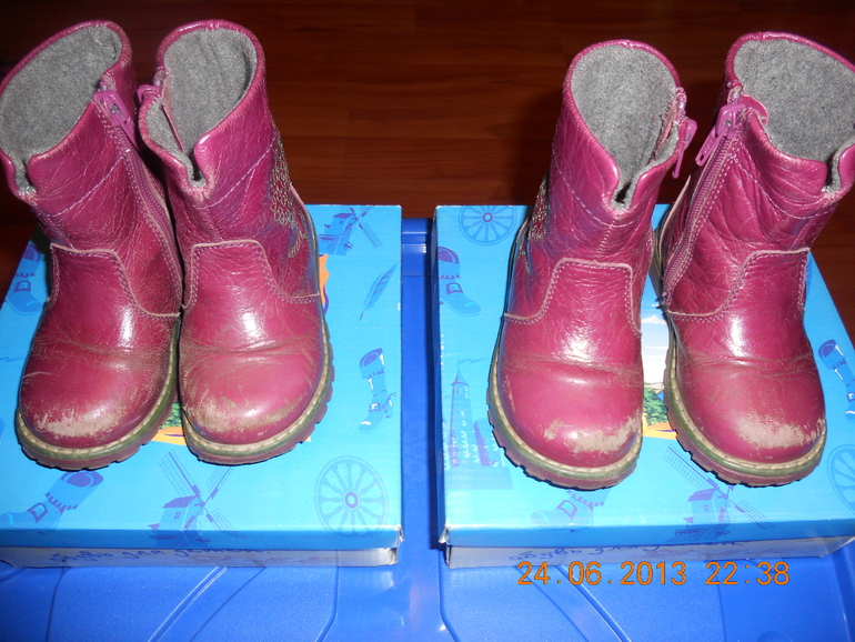 Продам  много  обуви  для  девочек-двоянешек:летней,  осенней,  зимней.