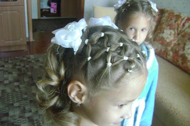 Причёски к 1 сентября для средних волос