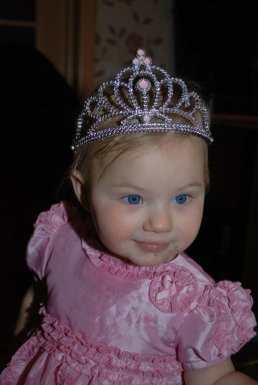 Мои мартышки в конкурсс принцесс! Поддержите нас!!!!!