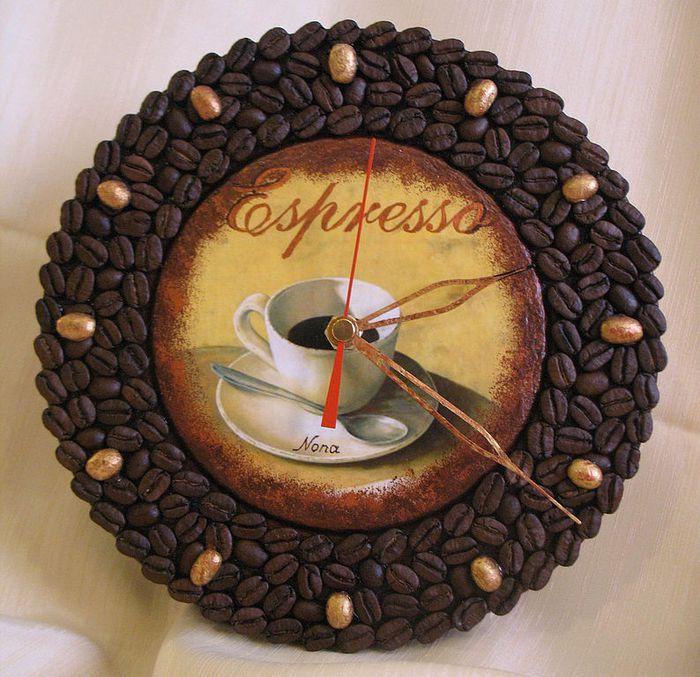 Украшение из кофейных зерен